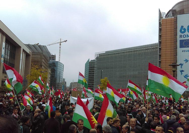 Le soutien d'Emmanuel Macron aux Kurdes : quels objectifs stratégiques?