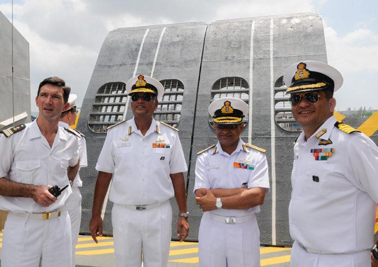 Le groupe Jeanne d'Arc en exercice avec la marine indienne