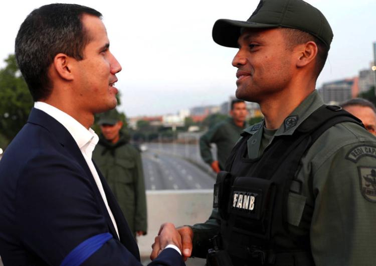 Vénézuéla : offensive de Juan Guaido pour gagner le soutien des forces armées