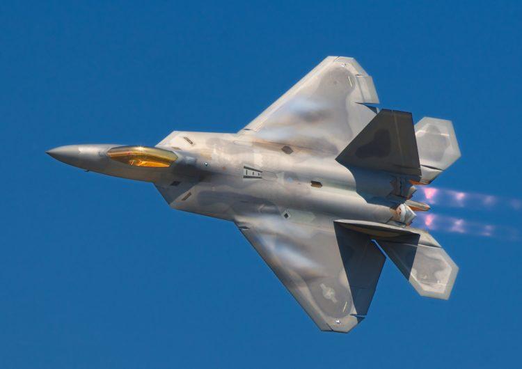 Au Japon, déploiement de F-22 américains en amont du sommet de Singapour