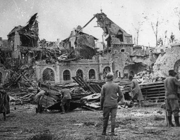 Enseigner  l'histoire de la guerre, enseigner la guerre dans l'histoire, enseigner la guerre au présent