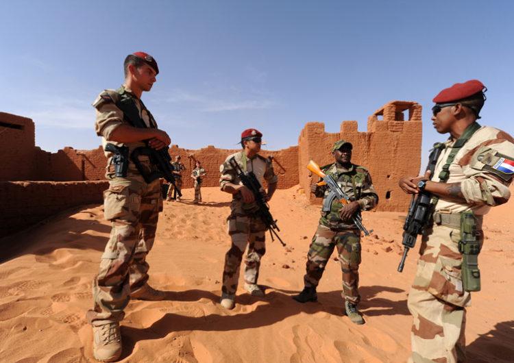 Mali: 2 soldats français grièvement blessés dans une attaque à la voiture piégée attribuée à l'État islamique au Grand Sahara